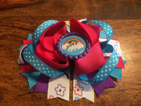 1 x UNICORN 4.5 INCH STACKER RING HAIR BOW WITH BOTTLE CAP CENTRE + ALIGATOR CLIP